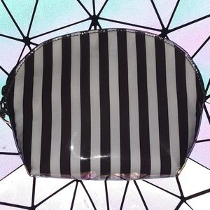 Small henri bendel cosmetic bag